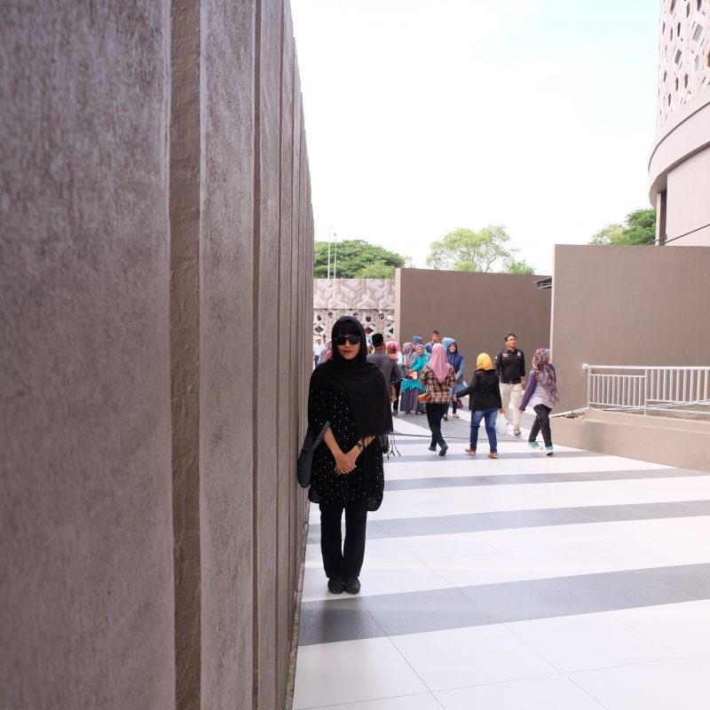 This is me with my long sleeves shirt, long pants, scarf are all in black. Woman in black.